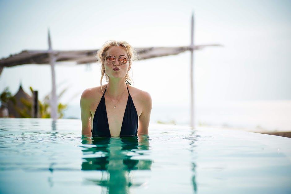 femme-piscine