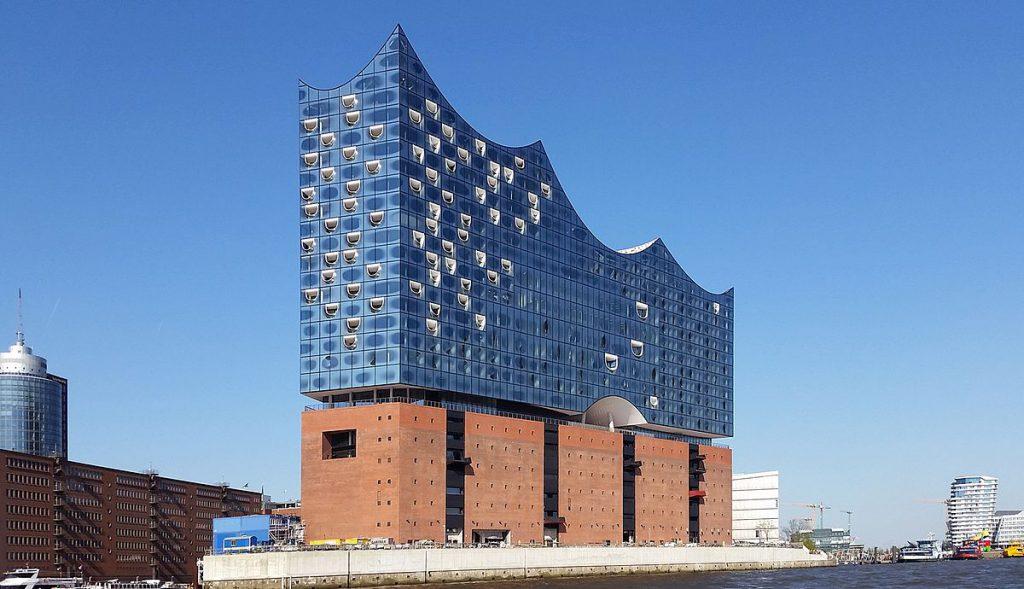 Exemple d'architecture en béton brut : la Philharmonie de l'Elbe à Hambourg